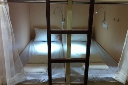 H2 Backpackers - Dormitorio