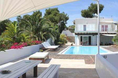 Villa San antonio 5 min beach walk