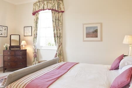 Sumptuous KingSize with Garden View - Bed & Breakfast