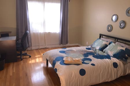Comfy, Clean And Nice room. Beach at 3 min, T at 6 - Revere - House