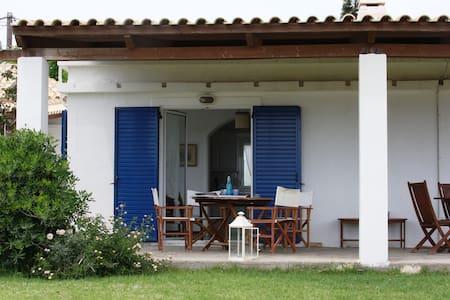 Kaliviapettit Villa in Afantou Golf - Afantou - Villa