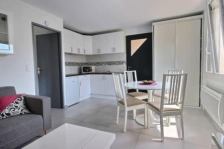 APPARTEMENT AVEC JARDIN TOUT EQUIPE GRAND CONFORT - Apartment