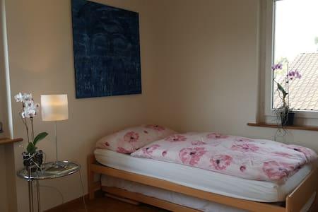 Zimmer in Einfamilienhaus - Rumah