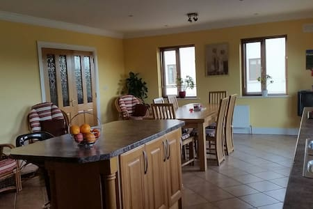Lotties Villa#2, EnsuiteDoubleRoom X2,SelfCatering - Galway