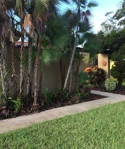 Great Spanish Style Villa near Gulf Shores Beaches - Seminole - Huis