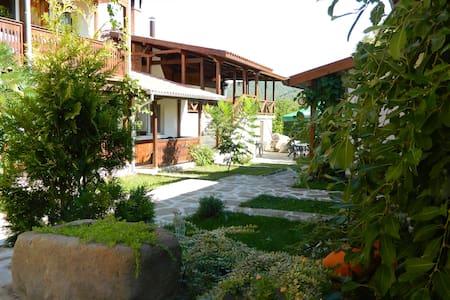 Guest House Oreshaka - Rumah