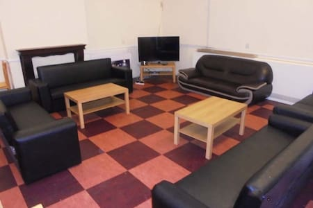 5 Bedrooms, 2 Pennington Place - Leeds - House