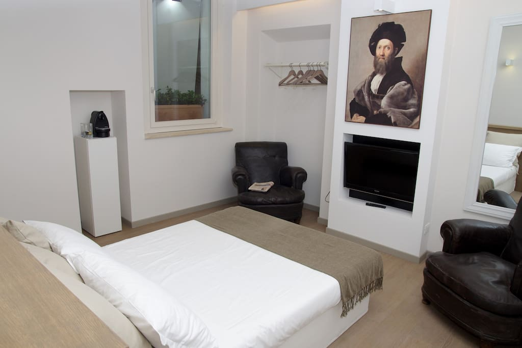 Baldassarre Castiglione Suite