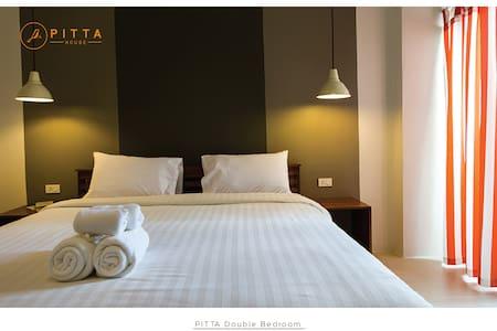 Pitta Double Bed bedroom - Pak Nam - Bed & Breakfast