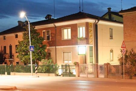 Ospitalità con Arte - Ferrara - Bed & Breakfast