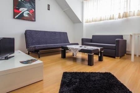 in CIHANGIR, SINGLE and DOUBLE room- 200EURO/MONTH - Istanbul - Lejlighed