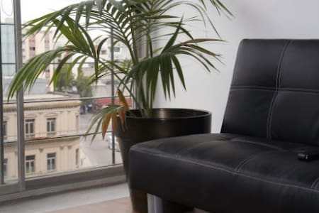"""Great apartment in the """"Ciudad Vieja"""" of Montevideo, close to everything and with all the amenities to ensure an excellent stay. A few meters from Solis Theatre, next to the beautiful Rambla, near malls, restaurants and many interesting places."""