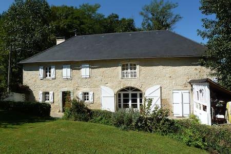 Belle ferme rénovée avec soin - Haus