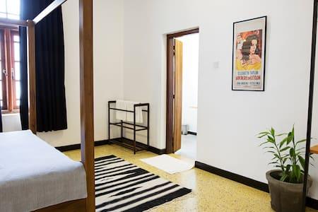 Black Cat B&B King Room 3 - Colombo - Bed & Breakfast