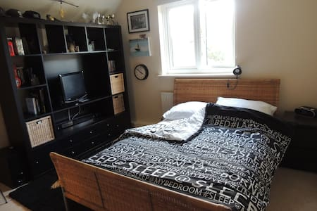 Modern Double room in Duxford, close to Cambridge - Duxford - Casa
