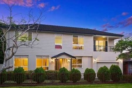 4 bed luxury w harbour bridge view - North Ryde - Haus