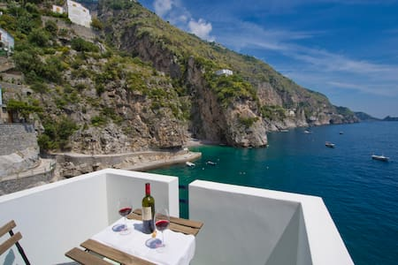 House on the sea- sleeps 4 - Apartment