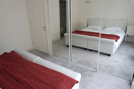 Huge KingSize or Twin Beds-ENSUITE - Apartment
