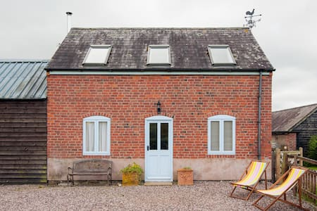 Beautiful two bed roomed cottage  - House