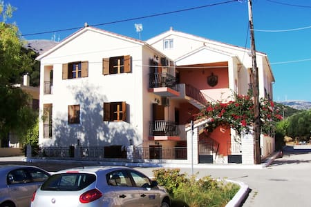 ALEXATOS APARTMENTS - Agia Effimia - Daire