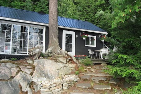 Spectacular Oxbow Lake Cottage and Guest Cabin - Huntsville - Cabin