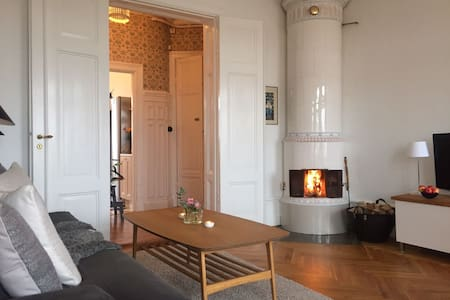 Centrally located, sunny 2 bedroom apartment - Stockholm - Apartment