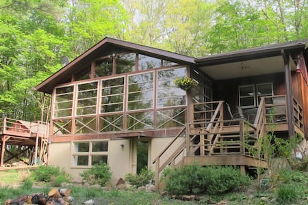 Woodsy Hudson Valley Retreat - Talo