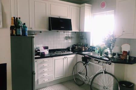 迪斯尼地铁沿线市中心老洋房 -  Charming Downtown Lane House - Apartamento