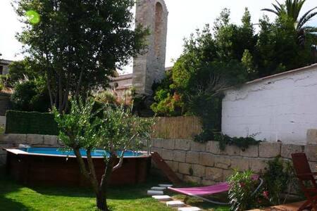 Maison ancienne rénovée avec piscin