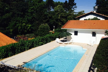 Maisonnette avec piscine privée - Urrugne