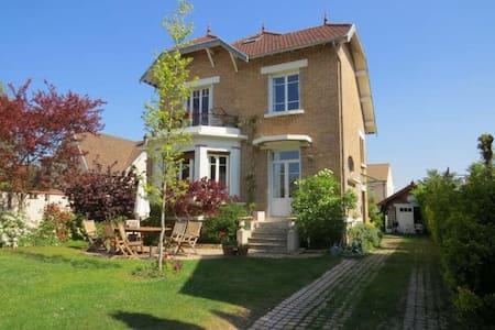 Beautiful home, close to Paris - Le Mesnil-le-Roi - Villa