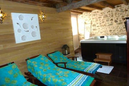 La Petite  Maison, Jacuzzi et Sauna - Hus