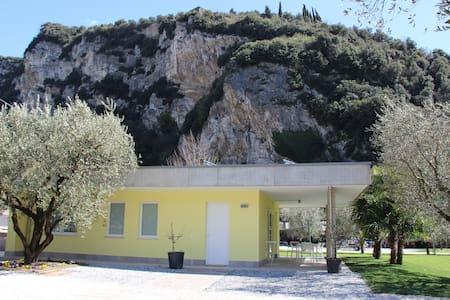 Villa mit Jacuzzi - Riva del Garda - Villa