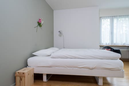 Room type: Private room Bed type: Real Bed Property type: House Accommodates: 3 Bedrooms: 1 Bathrooms: 0.5