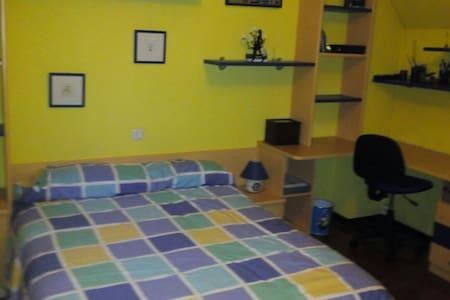 Bonita habitación a 15min de Coruña - Cambre