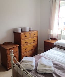 Cute Room with Private Bathroom - Upton - 一軒家
