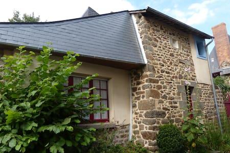 Charming House in hédé - Hédé-Bazouges