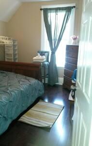 Cozy Teal Room  - Ház
