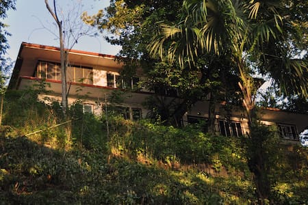 Beautiful, Spacious Home with Jungle & River Views - Teakettle - Bed & Breakfast