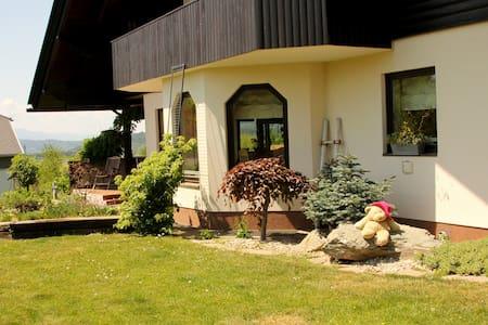 Wunderschöne Villa mit Indoorpool - Villa