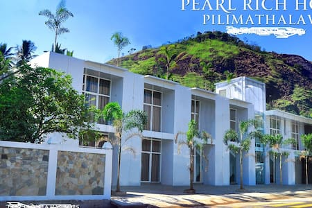 Pearlrich Hotel - Bed & Breakfast