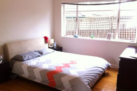 1 Bedroom apartment with backyard - Daire