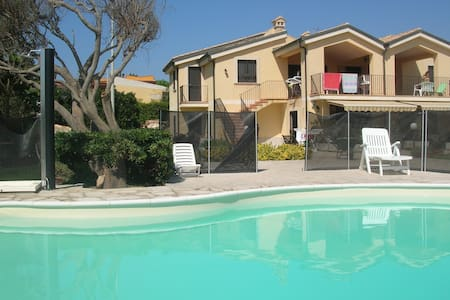 Holiday Home with pool on the beach - Wohnung