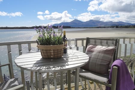 Fab Mountain & Bay Views Dundrum - Casa