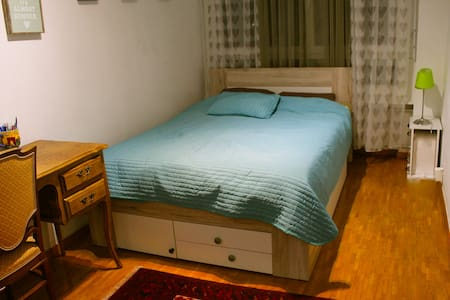 Chouette chambre lumineuse - Lancy - Apartment