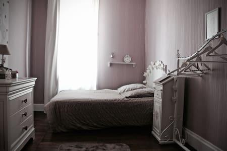 Spacieuse chambre en centre ville - Romorantin-Lanthenay - Bed & Breakfast