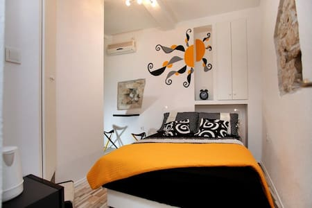 Cozy room in Trogir old town Room Dragazzo - Flat