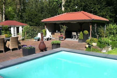 Kamer in luxe villa met zwembad - Aerdenhout - Bed & Breakfast
