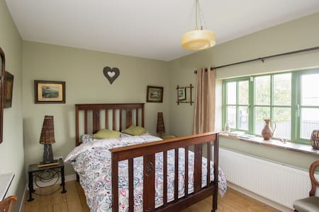 Woodside Charming Cozy room Crumlin - Haus