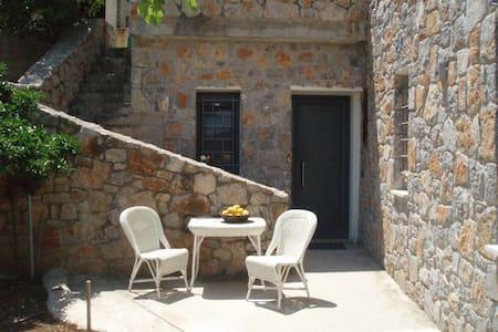 Summer studio at Nea Epidavros - Selveierleilighet